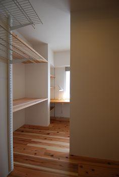 杉床材のウォークインクローゼットと布団置き   木のマンションリフォーム・リノベーション設計実例   木のマンションリフォーム・リノベーション-マスタープラン一級建築士事務所
