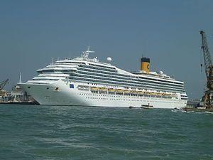 Costa Magica. Ιδιοκτησία: Carnival Corporation & plc. Διαχείριση: Costa Crociere. Στην υπηρεσία από το 2004. 102587GT ~ 271 μ.μήκος ~ 34 μ.πλάτος ~ 13 κατ/τα ~ 20knots ~ 3.470 επ. ~ 1.027 α. πλ.