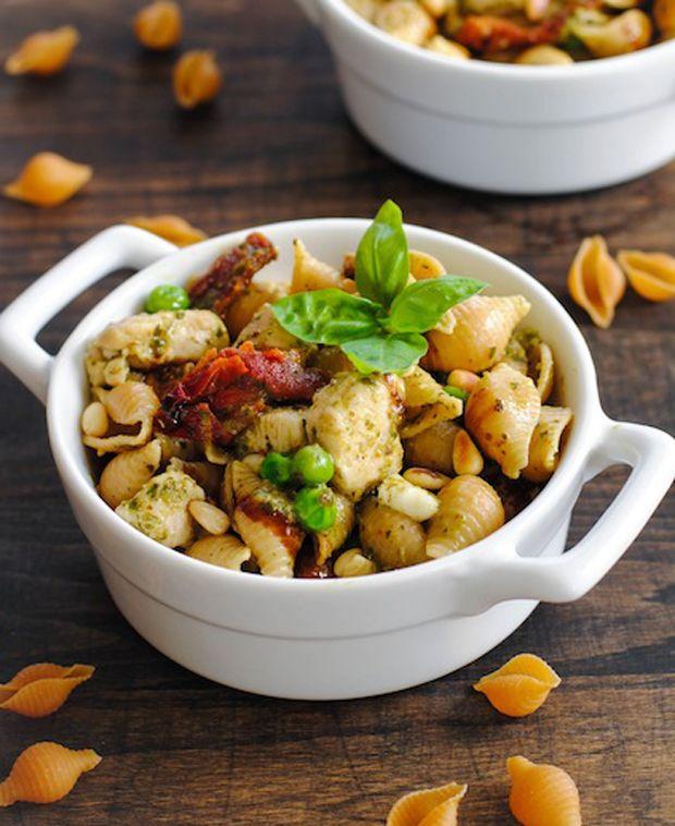 Pesto-Pasta mit Huhn und Gemüse