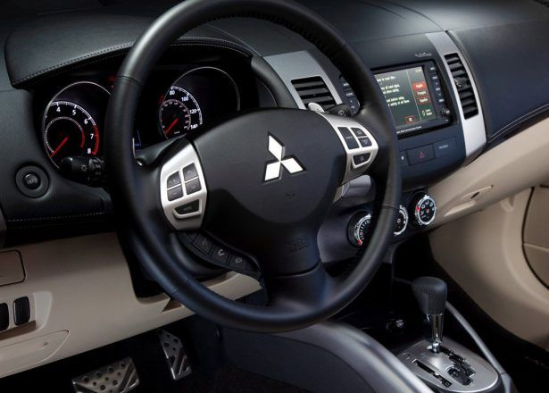 Car Mitsubishioutlandergt2010horngear Leversatnavspeedometerignitionrev Countermilometerodometersteering Wheelair Ventdashbordclutchbrakegear Shift Mitsubishi Outlander GT (2010) part 2