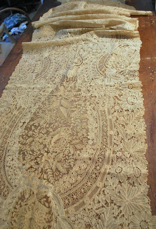 My choice of best lace in the 6/9/13 Ebay Alerts. Large rectangular shawl of Duchesse de Bruxelles.