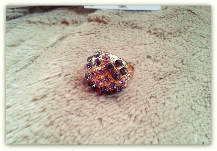Anel Dourado c/ Brilhantes Roxos (Ajustável) ♥ Preço: €4 | Disponível em / Purchase at: https://www.facebook.com/Dreamcatcher.Bijuteria.Acessorios.de.Moda