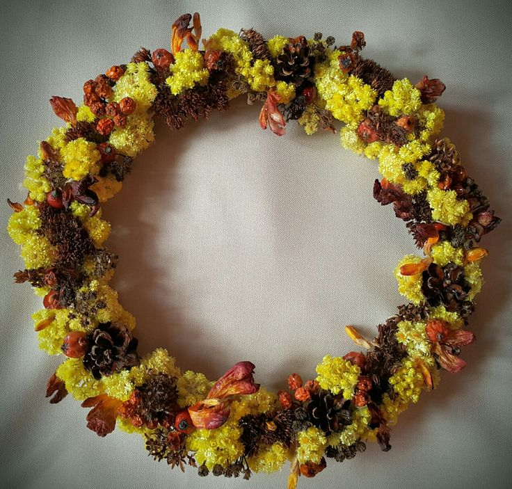 The yellow crown wreath #wreath #craftyfeelings #handmade #crafts