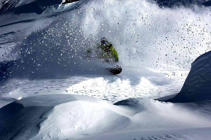 Snowballs keep falling on my head. *** credit to @britanishskiy  #swisspow #snowboard #snowboarding #powderturn #kickturn#offpiste #offpisteskiing #freeski #extremeskiing #extremesports #powder #backcountry #backcountryskiing #goatworthy #powpow #bergans #jonessnowboards #britanishskiy#cold #winteriscoming #coldhands #fahrenheit #fahrenheitai #warmgloves #warmsocks #heatedgloves #heatedsocks #wintersports #gotomountains #mountains