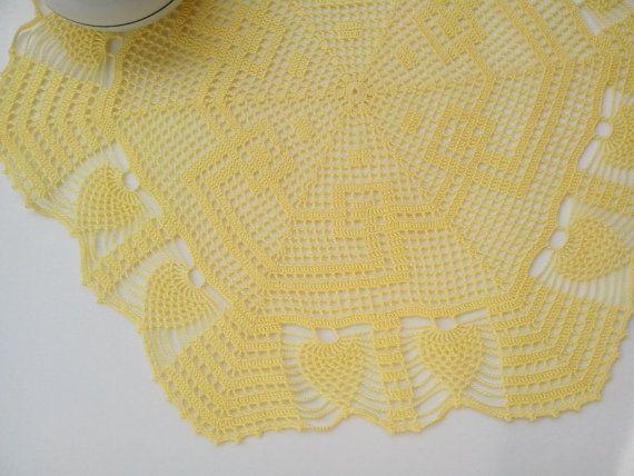 Centrino centro a uncinetto giallo limone grande di Handmadesfiopi