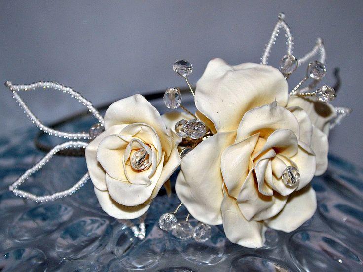 Diadema nupcial de la venta, casco de cristal tiara Floral, flor del pelo de Novia de Marfil, rosa flor corona lateral de la tiara de flores de cerámica del pelo de la novia de RitzyFlowers en Etsy https://www.etsy.com/es/listing/255685010/diadema-nupcial-de-la-venta-casco-de