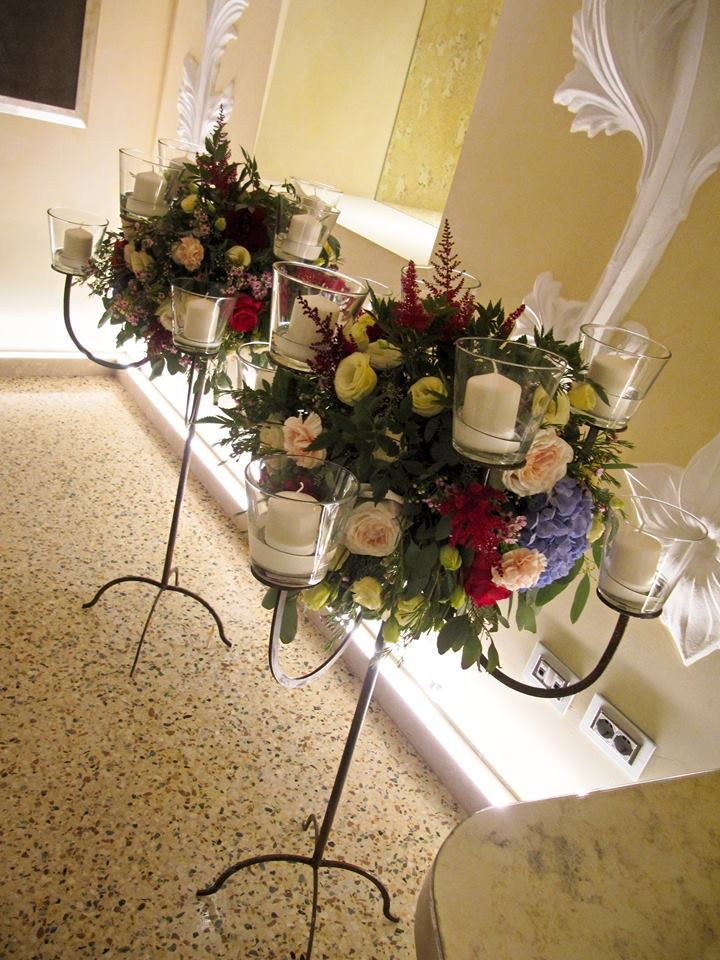 Backstage Fairytale wedding in Chateau Monfort-Preparing centerpieces