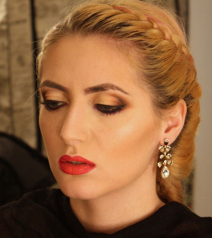 Rafinement& Elegance In a combination of eyes- cut crease and red lips