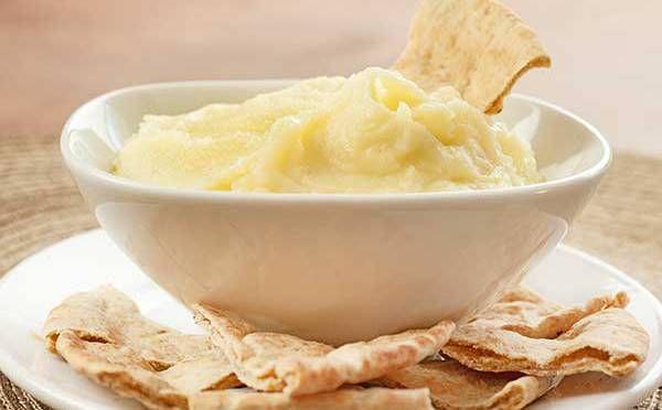 Skordalia is een traditioneel aardappelpuree uit de Griekse keuken. Skordalia wordt vaak als basis gebruikt voor de opmaak van gerechten, de gerechten worden er bovenop gelegd. In Griekenland besta…