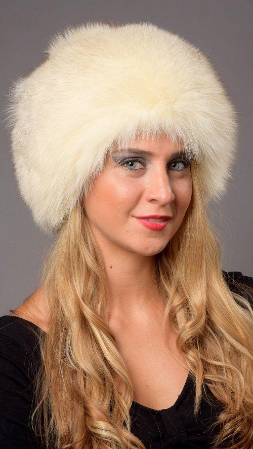 Cappello in pelliccia in soffice volpe color crema naturale. Ideale per spose e matrimoni invernali. Prodotto lavorato artigianalmente a mano. Made in Italy.  www.amifur.com