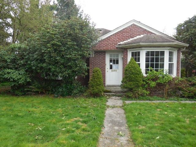 HUD Home For Sale Everett WA.  Everett Fixer, partially remodeled.  #buyhud #everettfixer #kerryannprayrealtor