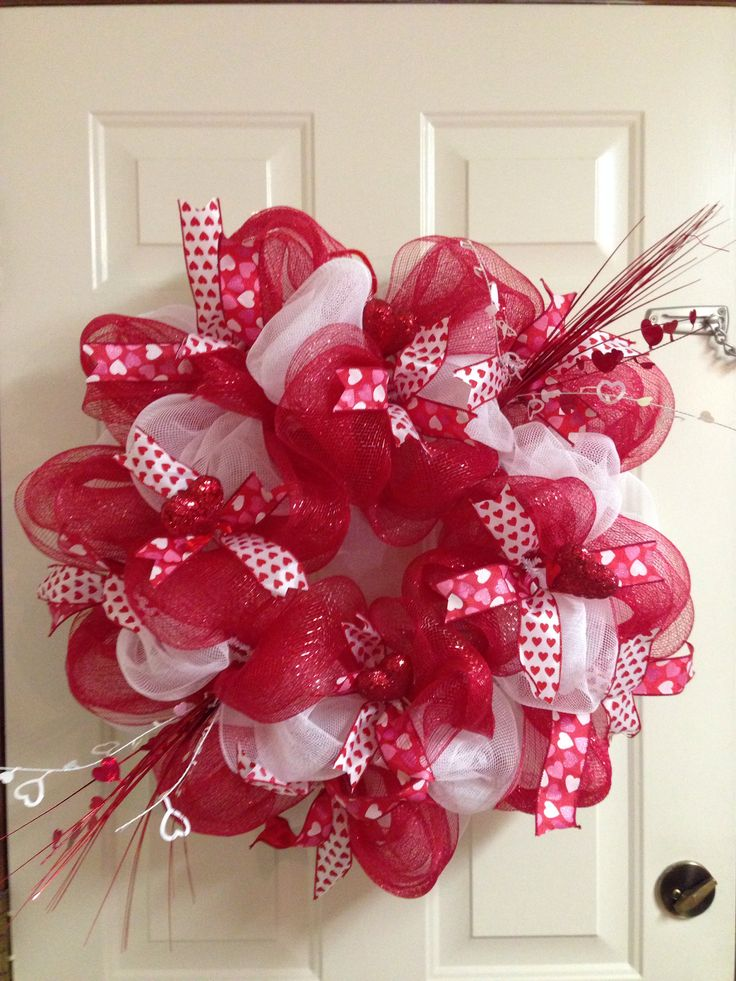 Valentine 39 s day deco mesh wreath amazing pinterest for Amazing wreaths