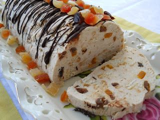Pe masa din bucatarie: Salam de biscuiti alb cu fructe confiate