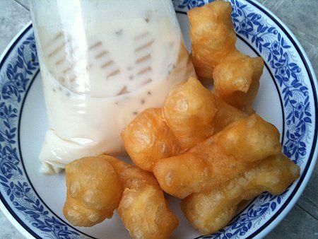 Thai Street Food : Pathonko and Nam Tao Hoo.. Chinese doughnuts with soy milk