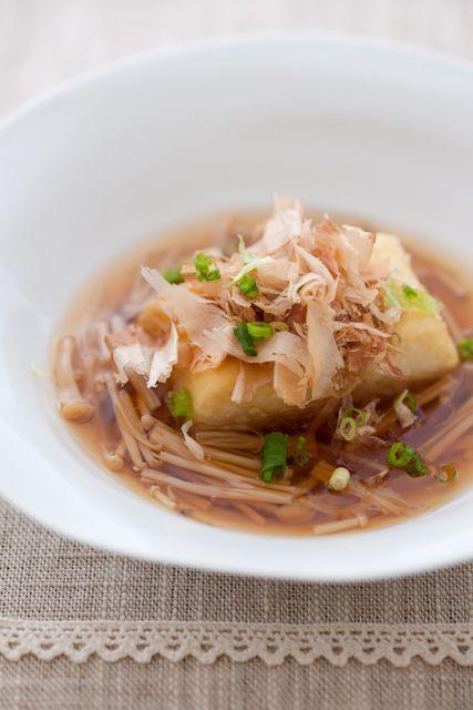 Japanese Food Agedashi Tofu, Fried Tofu Cubes in Dashi Stock Soup, with Enoki Mushroom 揚げ出し豆腐のキノコあん