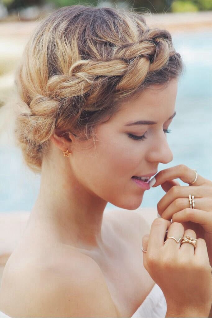 Meghan Rosette // Meghan Rienks  Need to learn how to do this hairstyle.