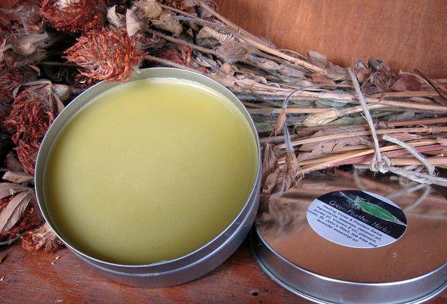 Cum sa iti faci propriul tau deodorant natural: alternative sanatoase si ieftine la antiperspirantele comerciale. Cateva retete simple de facut in casa.