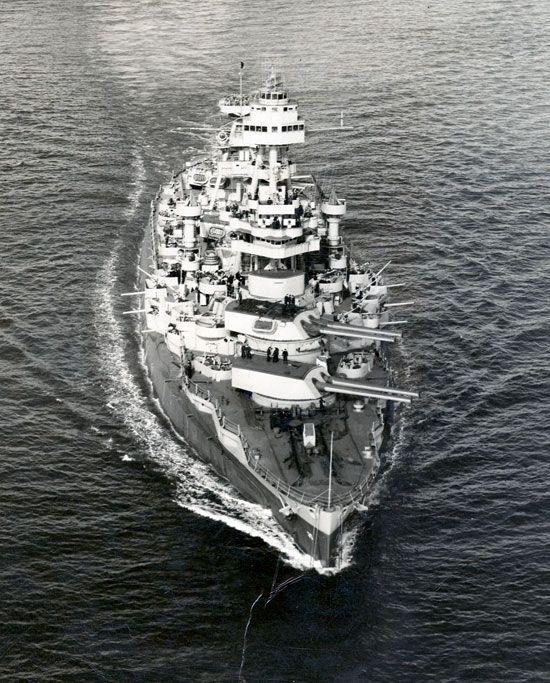 """USS Texas (BB 35) - Corazzata classe New York - Entrata in servizio nel 1914 - Dislocamento 32.000 Lunghezza175 m Larghezza32,31 m Pescaggio 9,60 m Propulsione2 macchine a tripla espansione Velocità19,75 nodi Equipaggio1810 tra ufficiali e marinai Armamento Armamento Batteria principale 10 cannoni da 14"""" (360 mm)/45 Batteria secondaria 6 cannoni da 5"""" (130 mm)/51 10 cannoni contraerei da 3"""" (76 mm)/23"""