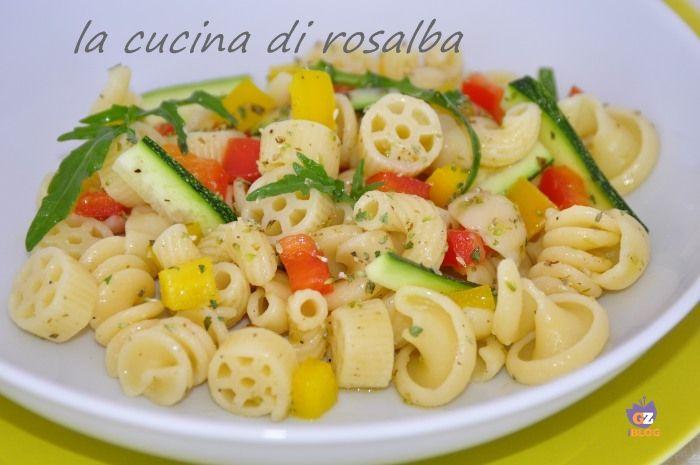 insalata di pasta con verdure crude