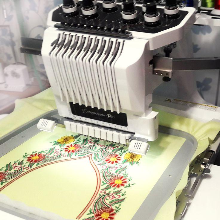 """Если у вас вышивальная машина Brother серии PR и пяльца Jumbo для вышивки дизайнов большого размера, но вы пока не умеете делить большие дизайны и вышивать их со стыковкой, то обязательно запишитесь на курс """"Деление дизайнов + учимся работать с пяльцами Jumbo""""!"""