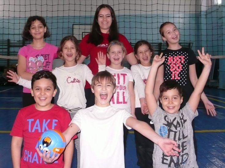 Zâmbetul unei echipe fantastice după un antrenament cu multe jocuri distractive și volei de calitate!!!
