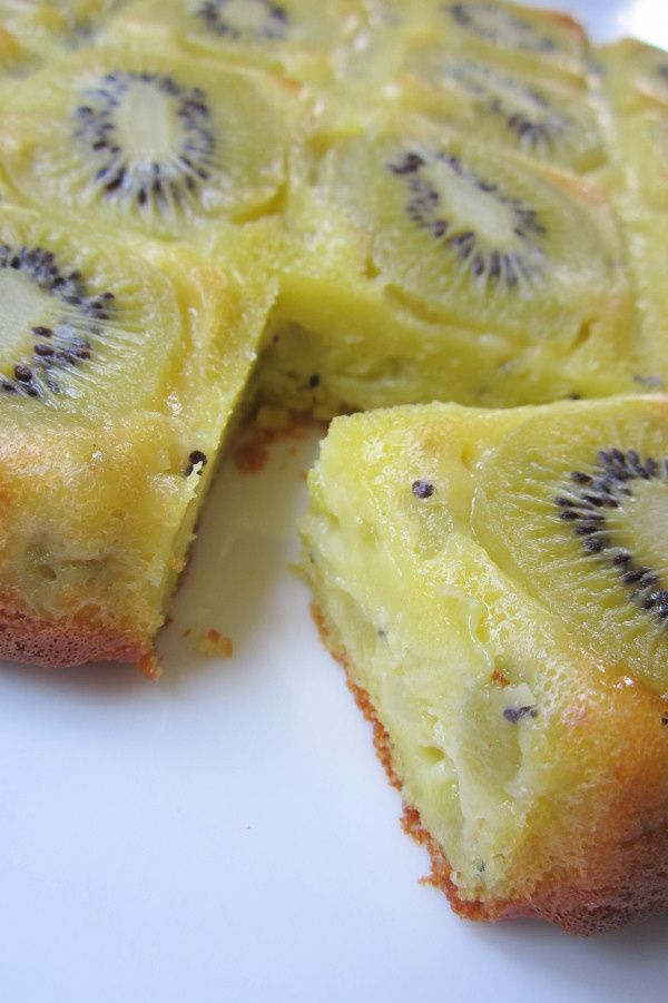 Le gâteau clafoutis aux kiwis (recipe in French) | lafaimdesbananes.com