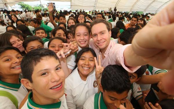 #Selfie. Con alumnos beneficiarios del programa de útiles, mochilas y uniformes escolares gratuitos. #Chiapas