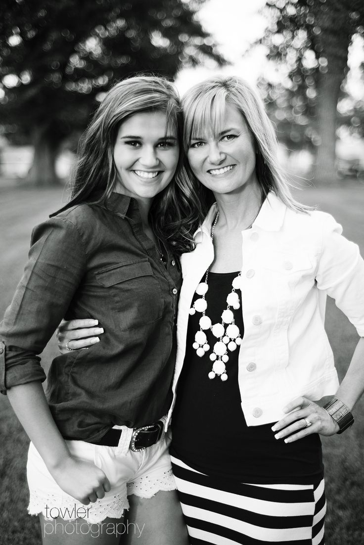 Mother Daughter Pose | Iowa High School Senior Model | Madison - Towler Photography