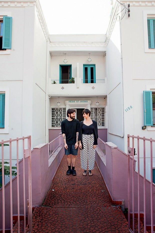 A entrada do prédio já é uma experiência. Uma construção que mantém o charme original dos anos 1920 (Foto: Lufe Gomes/Life by Lufe)