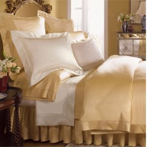 Giotto is one of the smoothest, sleekest, most luxurious sateen sheets you'll find. It's a classic 610-thread count luminous sateen, available in sheets, duvets, and shams, and finished with a fine hemstitch and flanged edges.