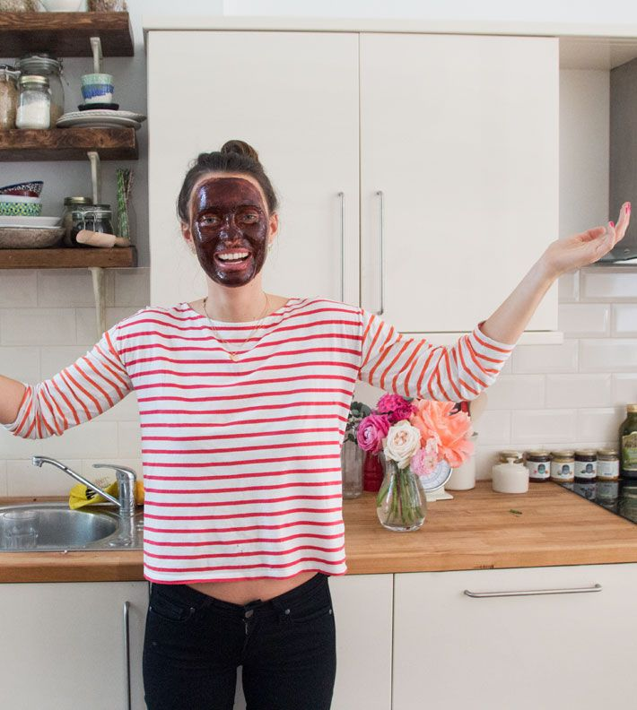 Makes One Mask – 1 teaspoon of raw cacao powder – 1 teaspoon of raw honey – 1 teaspoon of coconut oil Simply mix all the ingredients together in a bowl before applying it to your face. I like to leave the mask on for about an hour but even just 15 minutes will feel great if you're short on time. When I take it off I usually place a handful of oats in my hands and use these with some water to exfoliate as I wash the mask off, which leaves my skin even happier!