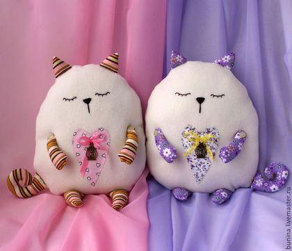 Детская ручной работы. Ярмарка Мастеров - ручная работа. Купить Подушка-игрушка сердечный кот  подушка –обнимашка.. Handmade. Белый