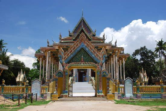 3 days City Trilogy (excl. hotel, incl. guide, private transport) – Multi-Day Modules Phnom Penh-Siem Reap | This 3 days city trilogy will bring you over land or on water (depending on the season) from Phnom Penh to Battambang, and onwards to Siem Reap.