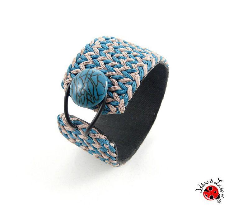 Bracelet manchette imitation laine turquoise et taupe : Bracelet par ideesalise