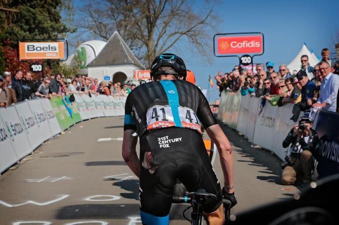 La Fleche Wallonne 2015 A damaged Chris Froome climbs toward the finish. (Bettini Photo)