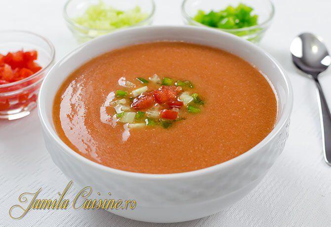 Reteta supa rece Gazpacho, extraordinar de delicioasa si care se face fara preparare termica. Deci scapam de aragaz. In plus supa se tine la frigider pana i