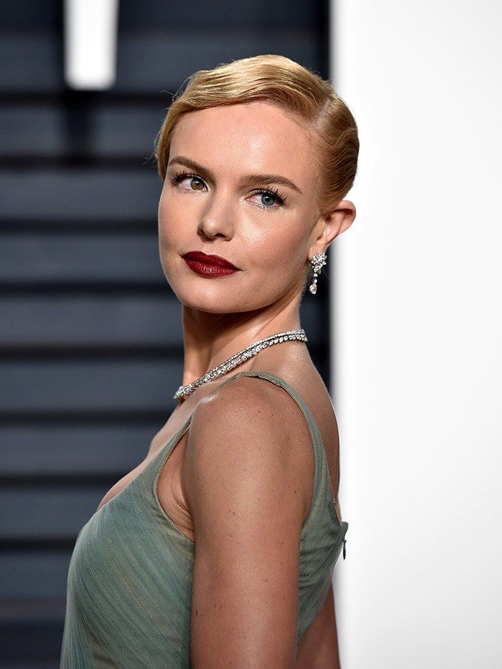 Kate Bosworth at the 2017 Vanity Fair Oscar party. Finger waves and a dark red lip.