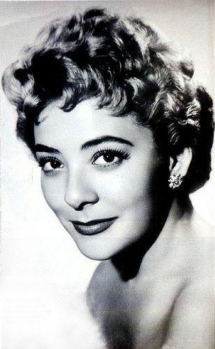 Silvia Pinal  Todos la conocen por sus producciones televisivas pero antes que eso  fue actriz de teatro y cine
