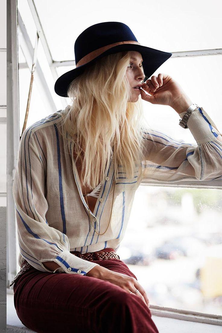 ¿NADA QUÉ PONERTE? La ecuación que suma sombrero 'floppy', una blusa súper delicada y el color granate conquista este otoño de aires primaverales.: ¿NADA QUÉ PONERTE? La ecuación que suma sombrero 'floppy', una blusa súper delicada y el color granate conquista este otoño de aires primaverales.