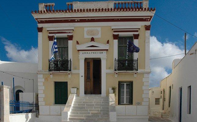 Νεοκλασικό της Χώρας Σερίφου! #travel #greece #island #serifos http://diakopes.in.gr/afieromata/dutikeskyklades/article/?aid=208338