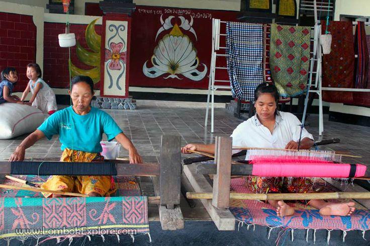 Tenun Ikat/Songket Sukarara (Sukarara woven fabric), Central Lombok, Indonesia. For more information, please visit www.LombokExplore.com.