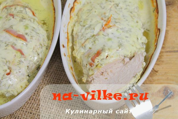 Запеченное куриное филе в сметанном соусе