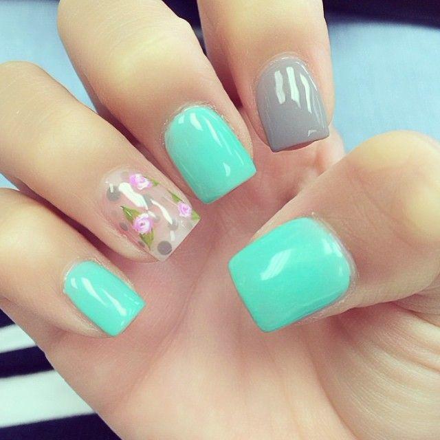 Impecables estas #uñas florales. ¡Anímate con los esmaltes #AVON y haz tus propias combinaciones! #NAILART