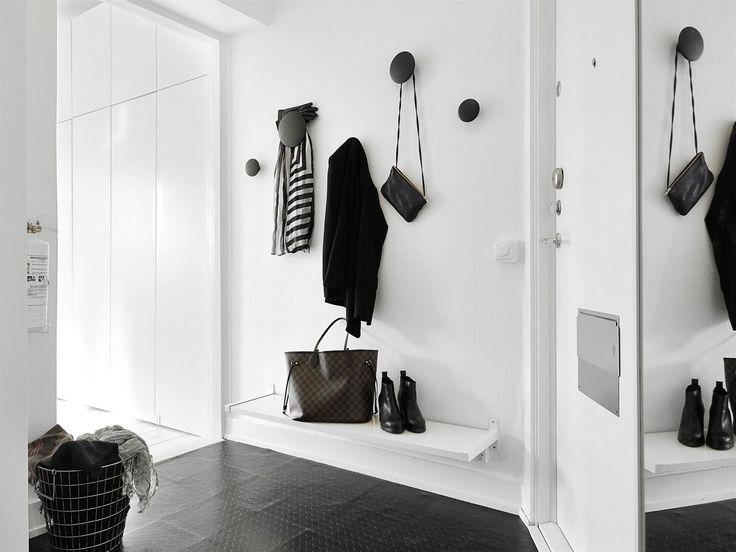 Inspiring Homes: Endless White in Göteborg | Nordic Days Muuto Dots love!