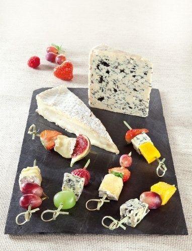 Brochetas de queso y frutas