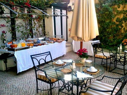 As Janelas Verdes Hotel garden in Lisbon, Portugal | Europe a la Carte Travel Blog