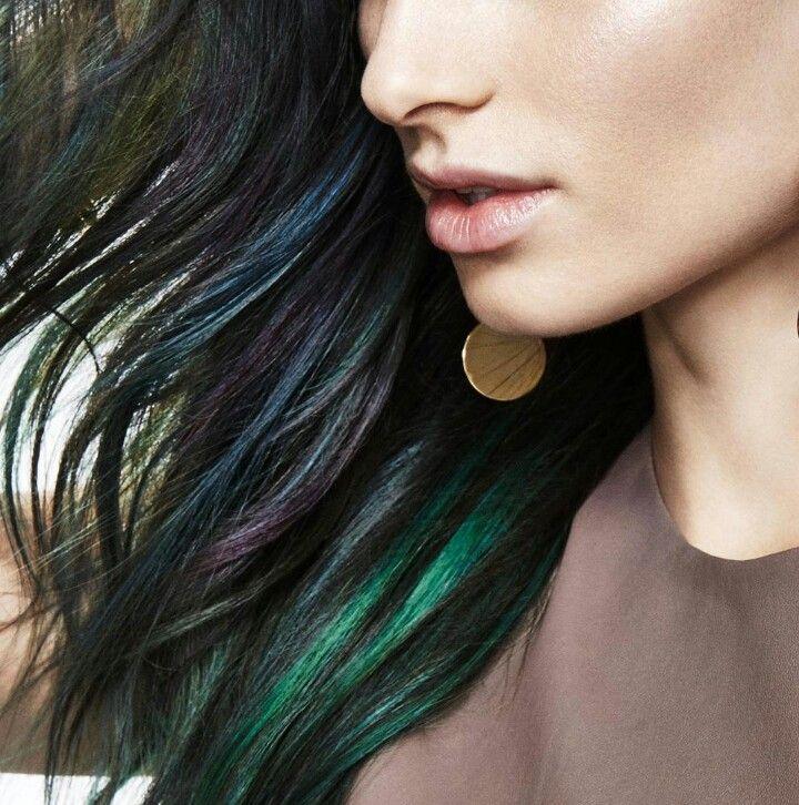 💙💚💜#Peekaboo Hair Esconde mechas de colores intensos en la parte interior de tu cabello para crear un efecto ¡Wow! Y que aparezcan cuando te peines con los dedos o cuando te hagas un recogido. Disponible en nuestro Salón 📞927208083 #saloncouplechic
