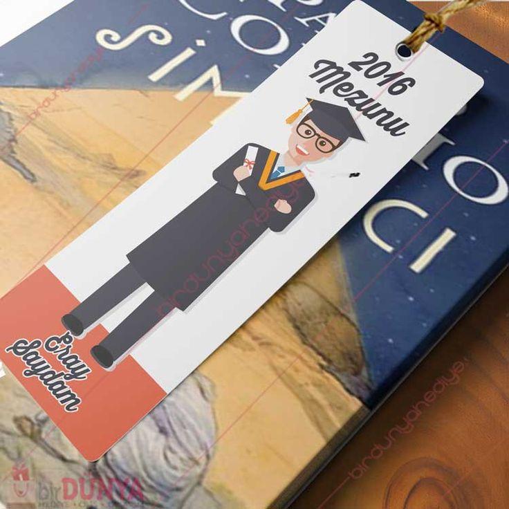 Mezuniyet Hediyesi İsimli Kitap Ayracı  Erkek arkadaşa mezuniyet hediyesi olarak alabileceğiniz kişiye özel kitap ayracının üzerine isimleriniz yazdırabilir, hediyenizi kapıda ödeme imkanı ile satın alabilirsiniz.