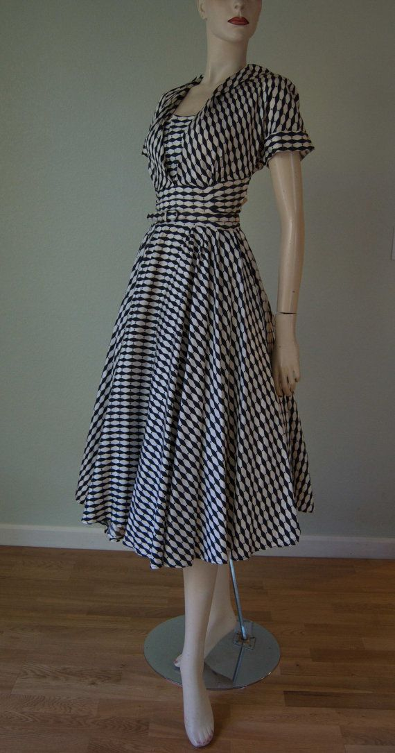 1950s New Look Day Dress // Huge Circle Skirt by KittyGirlVintage