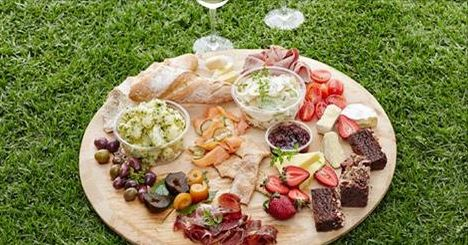 We're giving away a gourmet picnic for four from Spier Wine Farm's Eight Restaurant (worth R660)!  This week's competition is giving one lucky winner the chance to score a picnic basket for four from Spier Wine Farm's Eight Restaurant in Stellenbosch. The prize is worth R660 and is valid until 1 July 2015. http://www.capetownmagazine.com/subscribe